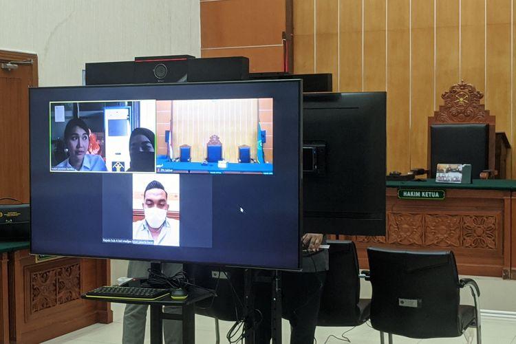 sidang pemeriksaan terdakwa Lucinta Luna di Pengadilan Negeri Jakarta Barat, Rabu (29/7/2020)