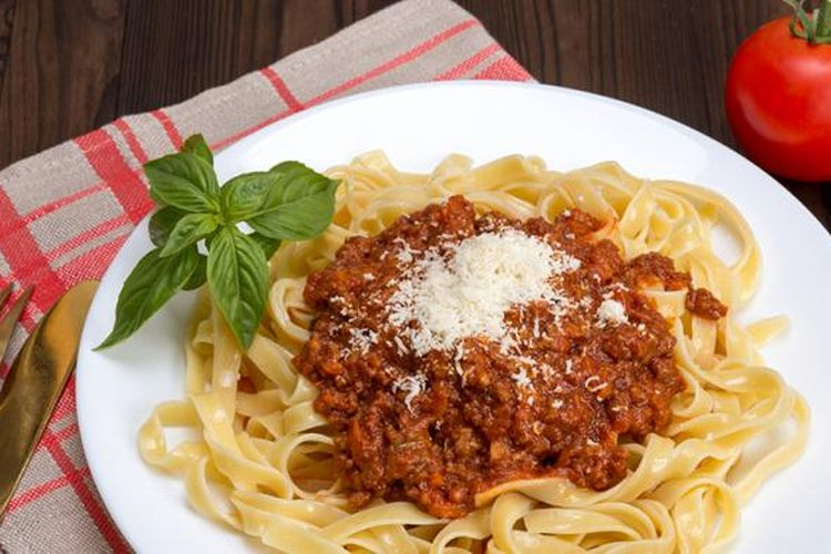 Tagliatelle al Ragu, versi sebenarnya dari Spaghetti Bolognese.