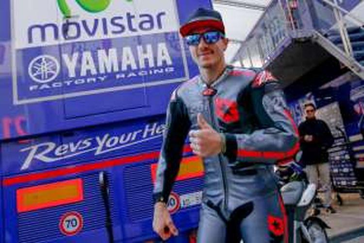 Pebalap MotoGP Spanyol, Maverick Vinales, bersiap menguji Yamaha YZR-M1 pada tes pasca-musim di Sirkuit Ricardo Tormo, Valencia, Selasa (15/11/2016).