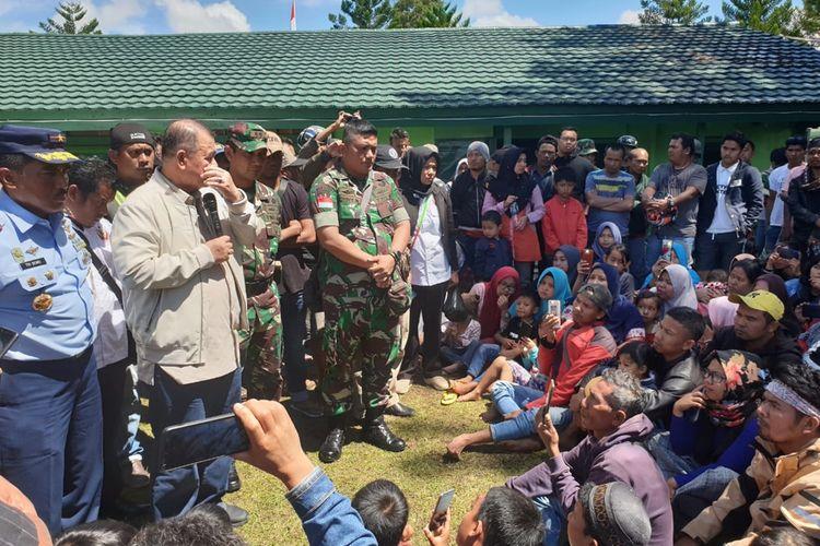 Wakil Gubernur Sumbar Nasrul Abit memberi arahan kepada pengungsi Wamena asal Sumbar beberapa waktu lalu