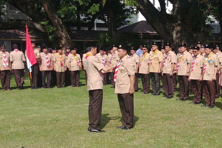 Presiden Joko Widodo melantik Komisaris Jenderal (Purn) Budi Waseso sebagai ketua Kwartir Nasional Gerakan Pramuka masa bakti 2018-2023. Pelantikan berlangsung di halaman Istana Kepresidenan Jakarta, Kamis (27/12/2018).