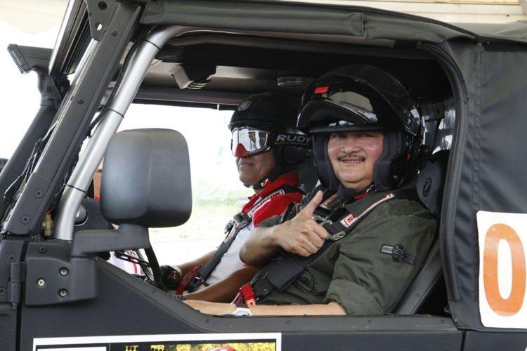 Gubernur Sumatera Selatan Ales Noerdin membuka kejuaraan nasional Rally Indonesia 2017 di Kabupaten Ogan Ilir, Sumatera Selatan, Sabtu (19/8/2017). Kejuaraan diikuti 24 peserta dari seluruh Indonesia.