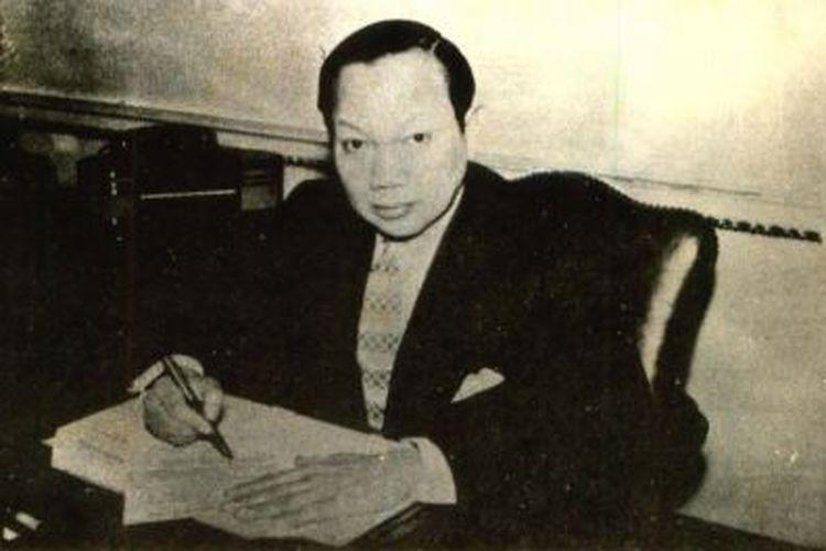 Soepomo di ruang kerjanya sebagai Duta Besar RI untuk Inggris di London.