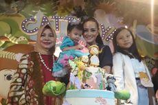 Jelang Anak Ulang Tahun, Ririn Ekawati Nyekar ke Makam Suami
