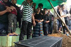 Hujan Lebat Iringi Pemakaman Balita Korban Penikaman oleh Paman Sendiri