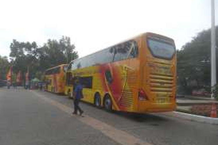 Bus-bus tingkat yang disumbangkan Tahir Foundation kepada Pemerintah Provinsi DKI Jakarta, Jumat (17/6/2016).