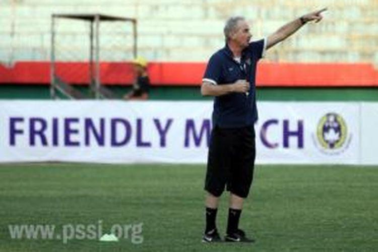 Pelatih Tim Nasional Indonesia, Alfred Riedl.