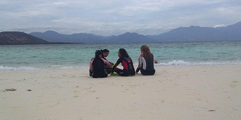 Pantai dengan pasir putih di Pulau Pangabatang, Maumere, Flores, Nusa Tenggara Timur (NTT), Senin (3/6/2019).