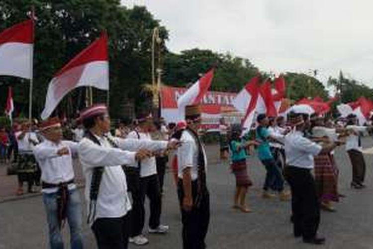 Goyang Maumere menutup acara Apel Nusantara Bersatu, Denpasar, Rabu(30/11/2026)