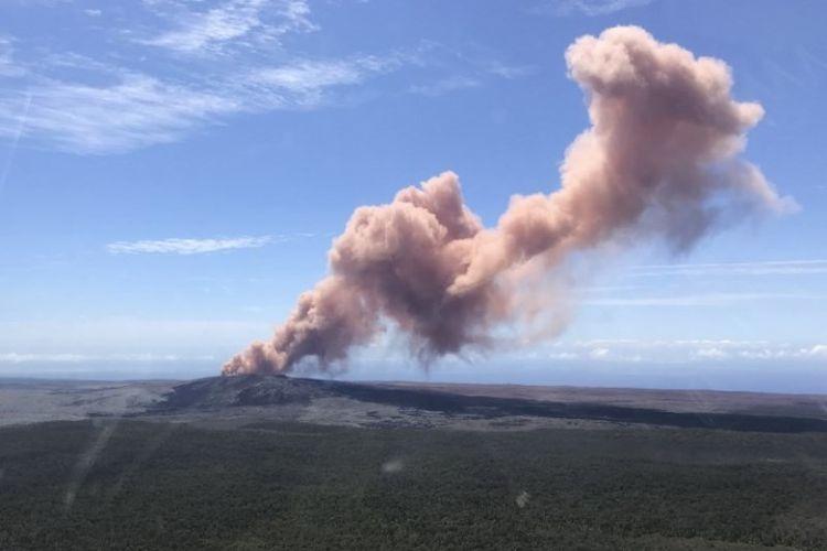 Gunung Kilauea di Hawaii, Amerika Serikat. (AFP/USGS/Kevan Kamibayashi)