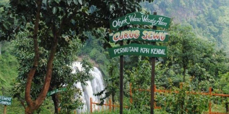 Taman wisata Curug Sewu, Kendal, Jawa Tengah.
