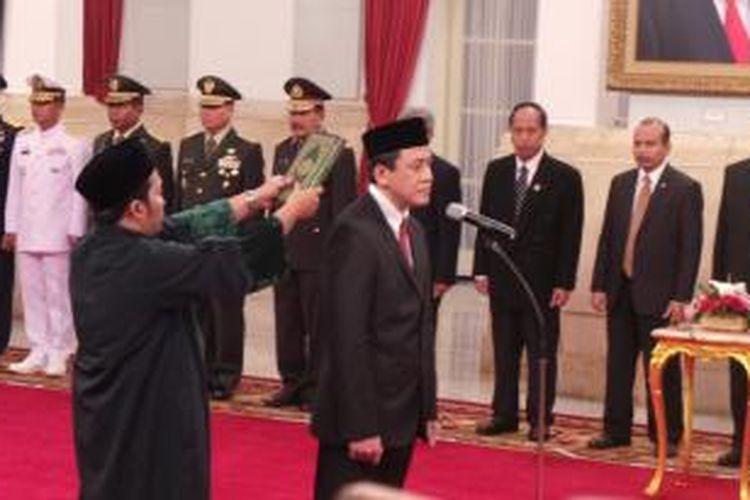 Triawan Munaf saat dilantik sebagai Kepala Badan Ekonomi Kreatif, di Istana Negara, Jakarta, Senin (26/1/2015).