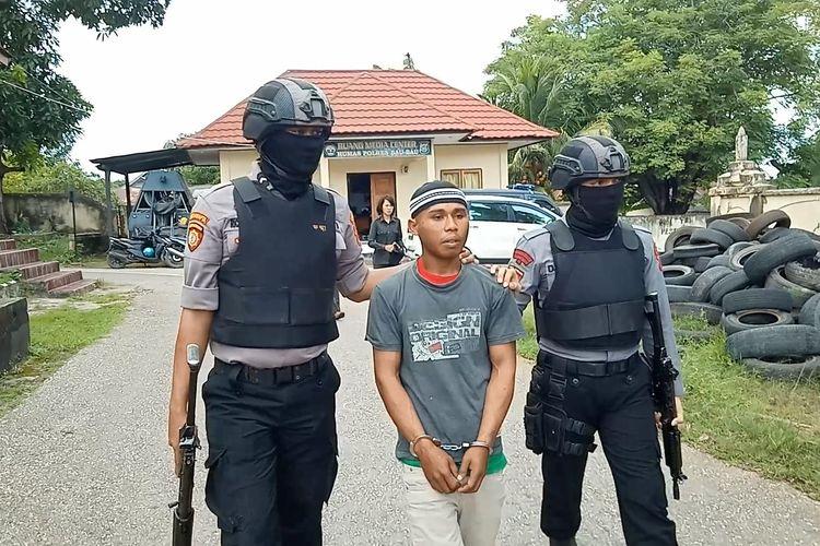 Seorang tukang ojek di Kota Baubau, Sulawesi Tenggara, inisial ES (20) tak berkutik di bekuk satuan Reskrim Polres Kota Baubau, Jumat (8/3/2019) lalu.  Pelaku ini ditangkap polisi karena telah mencabuli seorang penumpangnya yang masih dibawah umur, inisial SW (14).