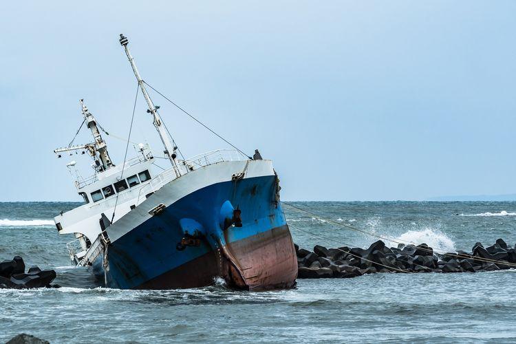 Ilustrasi kecelakaan kapal.