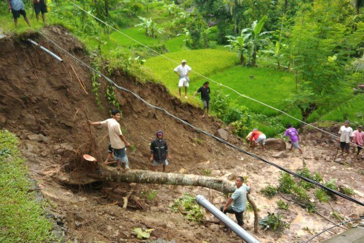 Lokasi longsor di Dusun Batur Turu, Desa Mertelu, Kecamatan Gedangsari, Gunungkidul yang memutuskan akses Jalan Dua desa Kamis (7/3/2019)