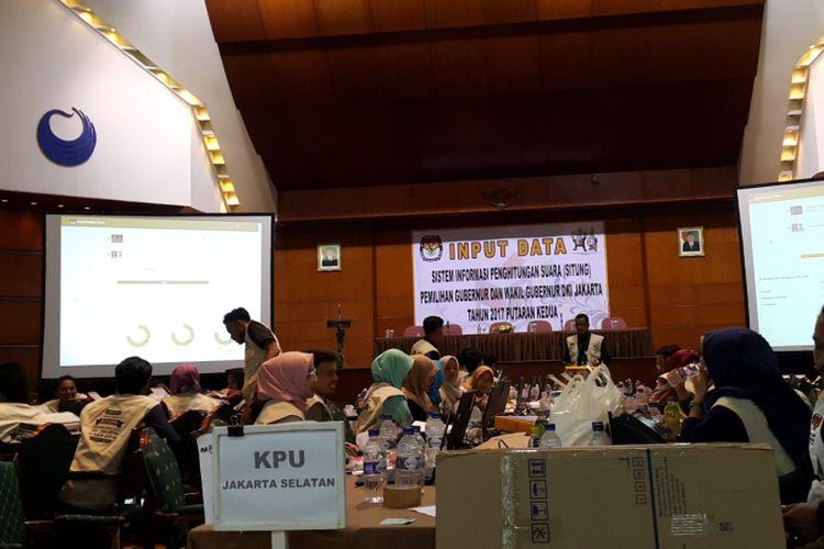 KPU DKI Jakarta selesai melakukan real count putaran kedua Pilkada DKI Jakarta 2017 di Hotel Bidakara, Jakarta Selatan, Kamis (20/4/2017) malam.