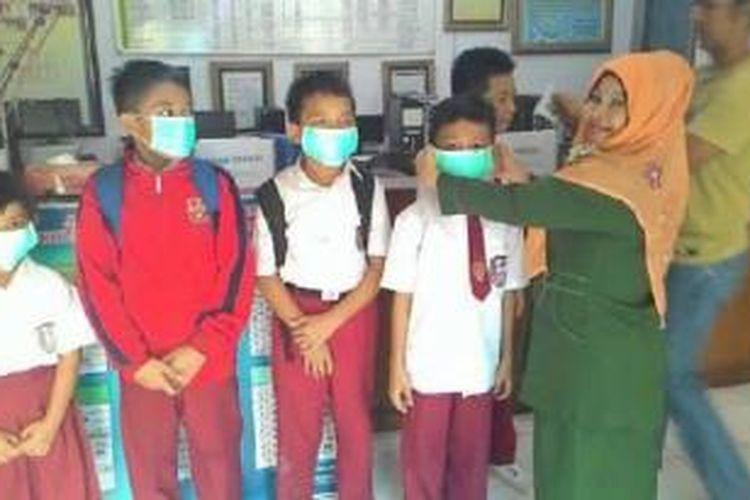 Bantuan masker dari BMI di Singapura disalurkan ke siswa yang membutuhkan di Jambi