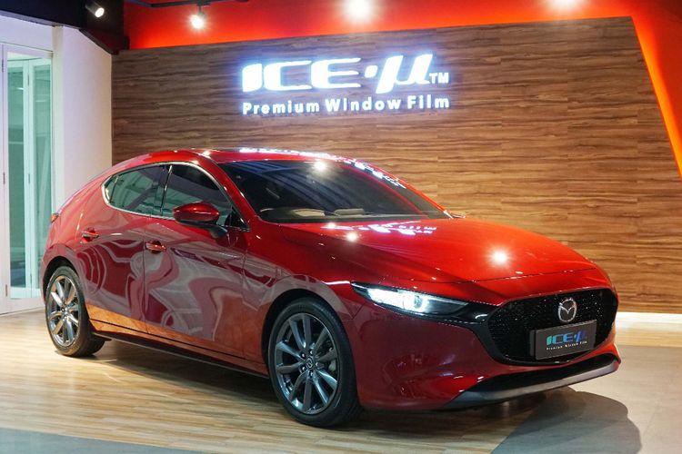 Kaca film Mazda