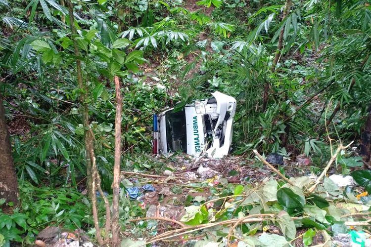 Kondisi ambulance usai jatuh ke dalam jurang sedalam 10 meter