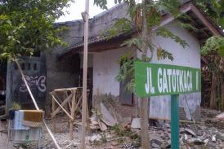 Rumah ini milik Gubernur Jawa Tengah Ganjar Pranowo yang dibeli di masa awal pernikahannya dengan Siti Atiqoh tahun 1999 lalu. Rumah tersebut sudah rusak dan tidak terawat, padahal dibeli secara mengangsur selama lima tahun.