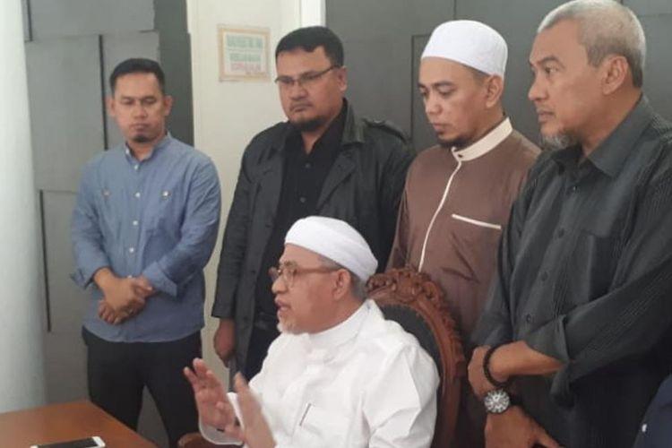 DKM Masjid Al Munawarah beserta Kuasa Hukum melakukan konferensi pers terkait rencana pelaporan wanita yang membawa anjing ke dalam masjid, dalam hal ini yang terlapor adalah SM (52).
