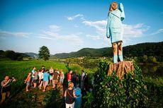 Patung Melania Trump di Slovenia Dibakar saat Perayaan Kemerdekaan AS