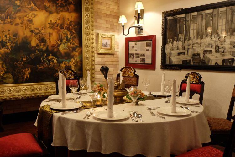 Ruang rijsttafel di Restoran Tugu Kunstkring Paleis, Jakarta.