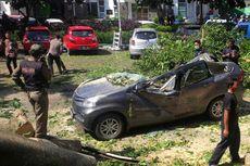 Ditiup Angin Kencang, Pohon Beringin Tumbang dan Timpa 15 Mobil di Sukabumi
