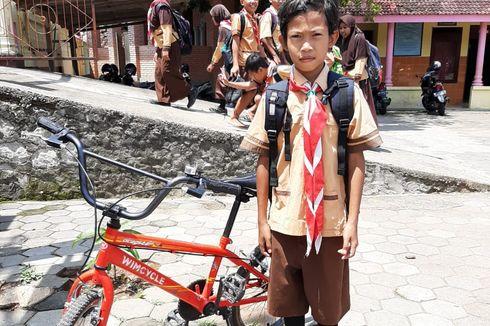 Sepeda untuk Rehan, Ketika Guru Turut Berbela Rasa bersama Siswa