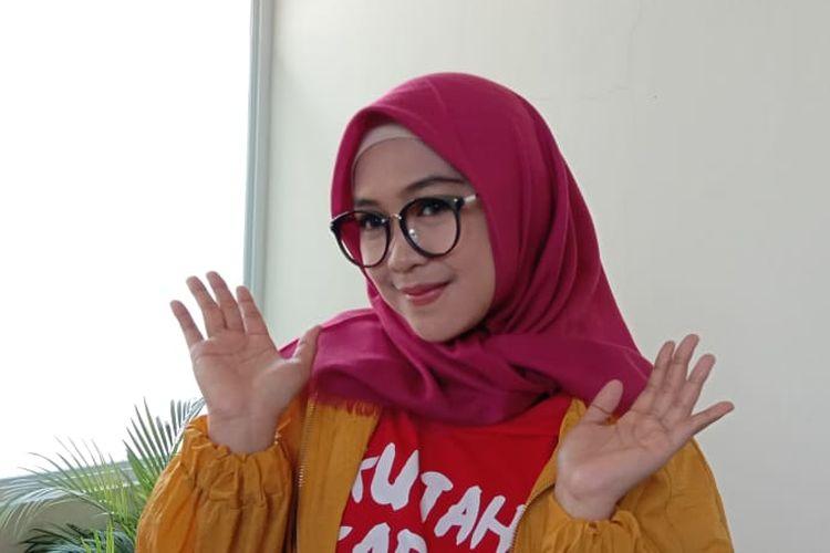 Ria Ricis berpose usai diwawancara di Metropolitan Mall Cileungai, Jawa Barat, Minggu (7/7/2019).