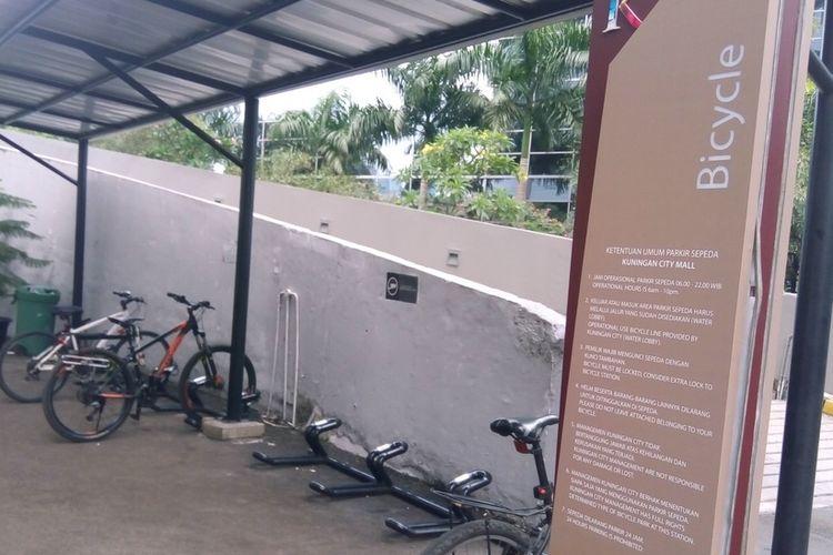 Parkiran sepeda di dekat Water Lobby, Kuningan City, Jalan Prof. Satrio, Jakarta pada Rabu (27/11/2019) sore.  Pengelola Kuningan City membuka parkiran sepeda setiap hari mulai pukul 07.00 WIB , kata Supervisor Promotion Event Kuningan City Rahmat Sanuary Kamil.