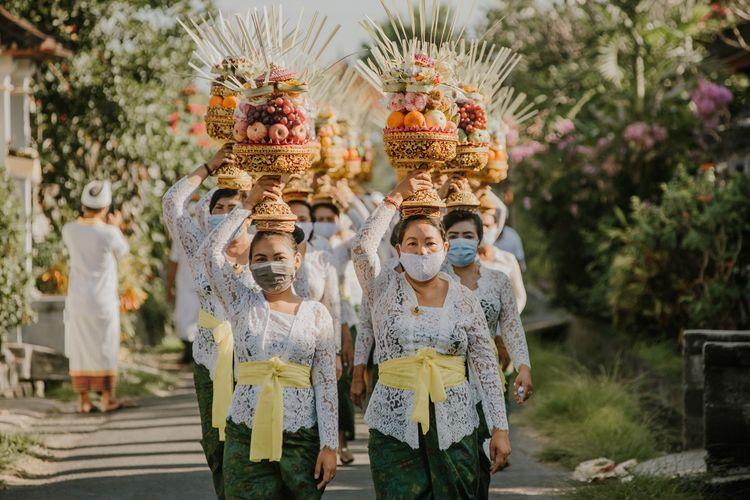 Suku Bali Shutterstock/Adi Dharmawan