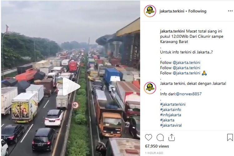 Gambaran kemacetan di ruas Tol Jakarta-Cikampek yang viral di media sosial