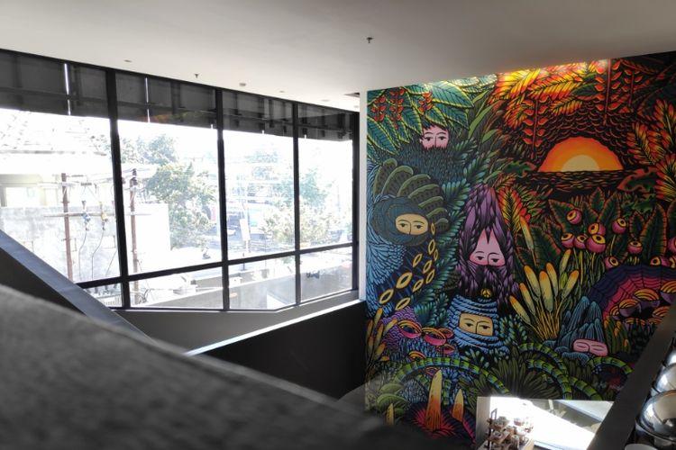 Lukisan mural Eko Nugroho di Artotel Gajahmada Semarang.