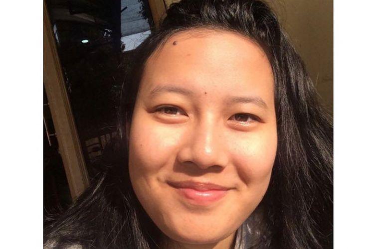 Di usia 21 tahun, Diva Velda, mahasiswi Bisnis Creation Binus Malang ini sudah jadi pebisnis oleh-oleh makanan ringan beromzet miliaran rupiah di Kota Malang, Jawa Timur.