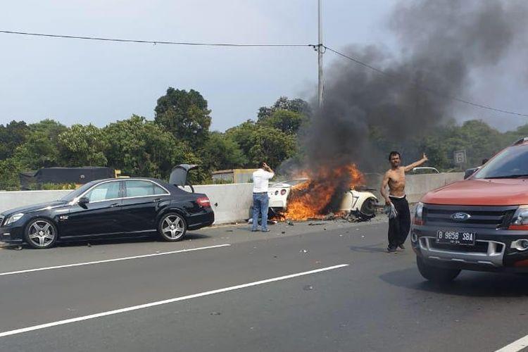 Nissan GT-R kecelakaan di jalan Tol Jagorawi