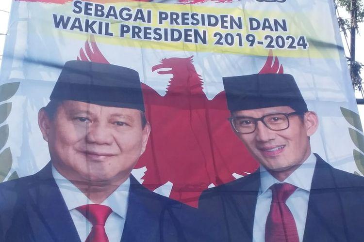 Baliho klaim kemenangan Paslon 02 Prabowo-Sandi terpampang di TL RS Bella, Jl Ir H Juanda Kota Bekasi, Rabu (8/5/2019).