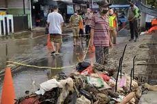 Kali Cabang Tengah Srengseng Sawah Meluap karena Ada Tumpukan Sampah
