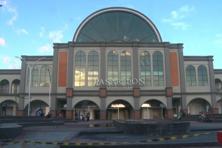 Bangunan pasar pon yang mirip bangunan Eropa, yang kini menjadi salah satu kebanggaan warga Trenggalek,Jumat (23/04/2021).