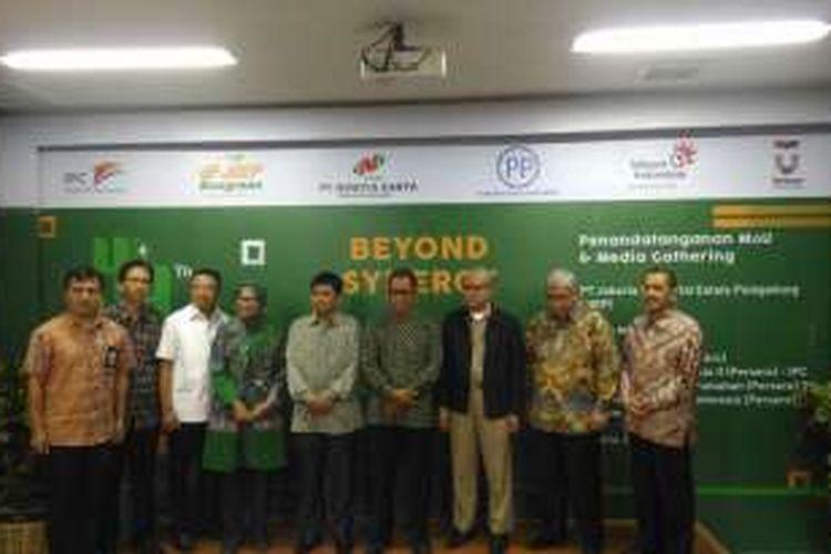 MOU PT JIEP dengan PT PP (persero) tbk, PT Telkom (persero) tbk, PT Pelindo II (persero), dan PT Nindya Karya (persero) di Kawasan Industri Pulogadung, Jakarta, Senin (27/6).