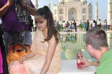 Pakai Sepatu Hak Tinggi di Taj Mahal, Miss Universe Terjerat Hukum