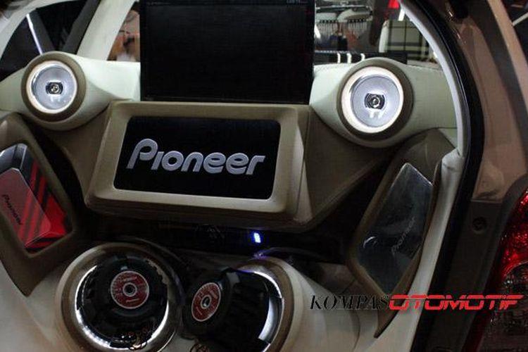 Paket audio mobil ekstrem, biasanya untuk pemain modifikasi.