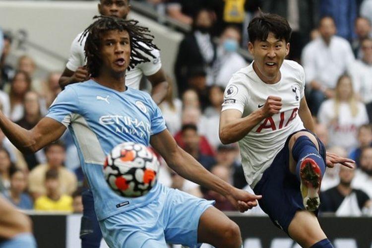Penyerang Tottenham Hotspur, Son Heung-min, saat mencetak gol ke gawang Manchester City pada laga perdana Liga Inggris musim 2021-2022 di Stadion Tottenham Hotspur, London, Minggu (15/8/2021) malam WIB.