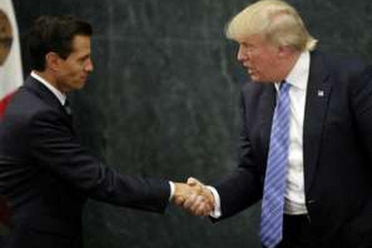Presiden Meksiko Enrique Pena Nieto saat bertemu dengan kandidat Presiden AS dari Partai Republik Donald Trump di Mexico City, Agustus 2016.