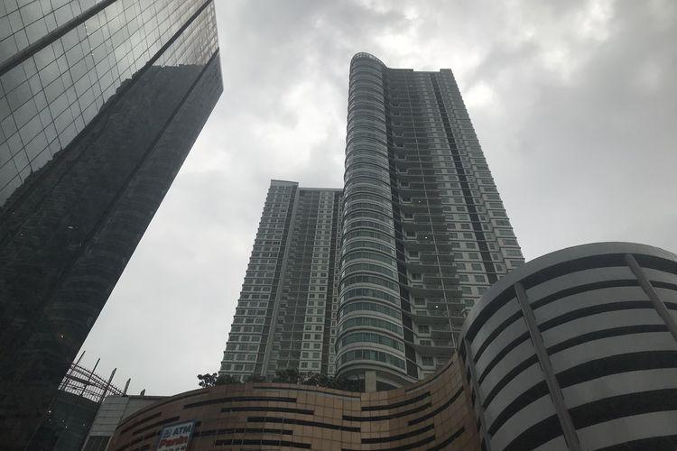 Seorang perempuan diduga akan melakukan tindakan bunuh diri di Apartemen Denpasar, Setiabudi, Jakarta Selatan pada Rabu (25/11/2020) siang.