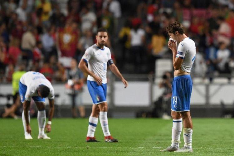 Federico Chiesa tampak terpukul seusai Timnas Italia kalah dari Portugal pada pertandingan UEFA Nations League di Estadio da Luz, 10 September 2018.