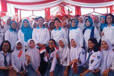 Bagikan Sepeda untuk Pelajar di Bekasi, Iriana Jokowi: Atau Mau Jadi Mantu Saya?