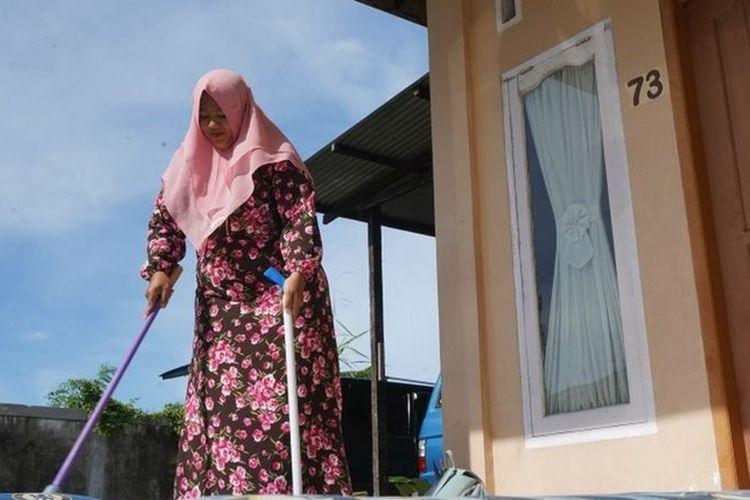 Ratih Rahayu Putri, mendirikan jasa bersih-bersih bernama Ratih Clean ketika banyak orang dirumahkan atau mengalami pemutusan hubungan kerja (PHK).