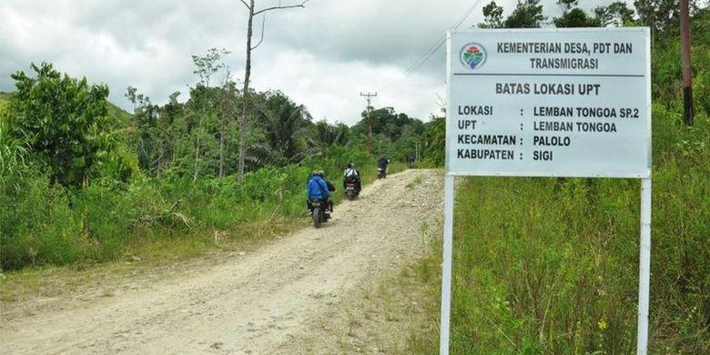 Desa Lemban Tongoa yang berada di lembah Kecamatan Palolo, Kabupaten Sigi, Sulawesi Tengah menjadi perhatian dunia sejak Jumat 27 November 2020. Di desa yang bersebelahan dengan Taman Nasional Lore Lindu (TNLL) itulah empat orang warga tewas dibunuh, yang menurut polisi dilakukan oleh kelompok Mujahidin Indonesa Timur pimpinan Ali Kalora.