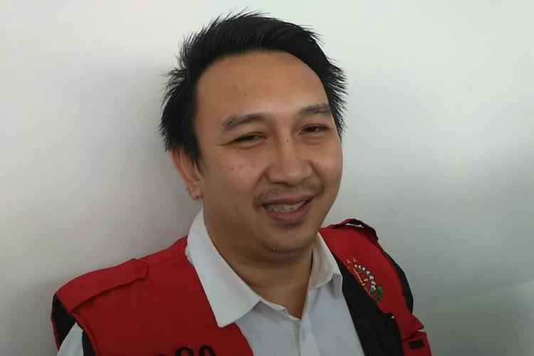 Artis peran dan presenter Augie Fantinus saat ditemui di Pengadilan Negeri Jakarta Pusat, kawasan Gunung Sahari, Kemayoran, Senin (25/2/2019).